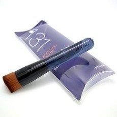Shiseido 131 oblique flat brush-detail-image1